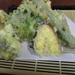 荻の源蔵そば - 天ぷら400円。