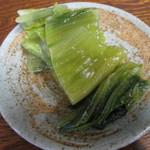 荻の源蔵そば - 青菜(せいさい)漬け。