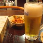 47808287 - 生ビール アテはキムチです♪