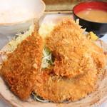 とんかつ三太 - ヒレかつ定食 + アジフライ 850円。