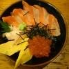 まぐろ家 - 料理写真:鮭いくら丼