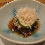 にしがも 神橋 - つき出し:小松菜とマイタケと筋子のお浸し