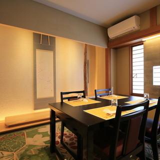大小様々な完全個室をご用意。用途に合わせてご利用下さい。
