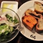47820071 - サラダと食べ放題のパン