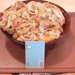 すき家 - 豚丼キング(1140円)です。肉の量が並の6倍とかなり多めに入っています
