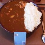 すき家 - カレーキング(990円)です。深い皿にごはんとルーがたっぷり入っています。ルーの方が多いカレーです。