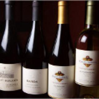 ソムリエ厳選のワインは料理と相性抜群