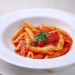 リストランテ・マリオ - ベーコンと唐辛子の怒りんぼ風トマトソース ペン 900円