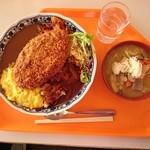 丸沼高原レストランプラトー - メガランチ…税込1600円 + 豚汁…税込400円