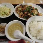香港酒家 - 鶏肉と中華みそ炒め定食 800円