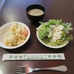 PATIO - ポテトサラダとレタスなどのサラダ。