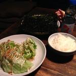串カツ ジュラク - レタスサラダとごはんと韓国のり ラムネ