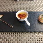 トラットリア・ラッキオ - 先付 新ジャガとチーズのフリット 鶏レバーフラン 帆立のミ・キュイ