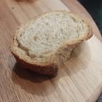 トラットリア・ラッキオ - 自家製全粒粉のパン