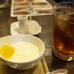 カリー房 花 - セットのヨーグルト、紅茶