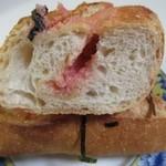 るぱん - 福岡名物の明太子をたっぷり挟んだフランスパン、丁度焼きあがったばかりでした。