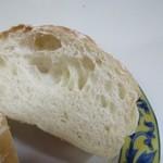 るぱん -  とても柔らかい食感の素朴なパン、中に具を挟んで食べたくなります。