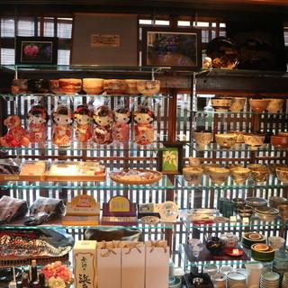 京都土産も店内で販売しています。