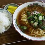 食堂ヒラグシ - 牛すじラーメン650円とごはん中150円 計800円