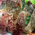 47839141 - 早速お肉をお口にイン!うわぁ~ドストレートに肉肉でこれうまいわ♪