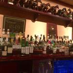 Bar Usquebaugh - 凛とした空気のバーにバックバーもいい感じの品ぞろえ☆