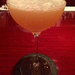 Bar Usquebaugh - 『サイドカー』様。しっかり表面張力の分量をグラス並々に作る技量は流石です♪