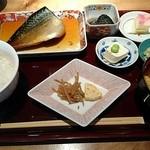 47841575 - お魚膳(鯖の煮付け) 1,000円 鯖の煮付けの他に茄子のお浸し、お豆腐、玉子にきんぴらごぼう、ご飯、赤だし、香の物