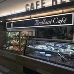 喫茶&軽食 ブリヤン カフェ - ショーケースに入ったケーキ