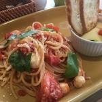 喫茶&軽食 ブリヤン カフェ - トマトとモッツァレラのスパゲッティ