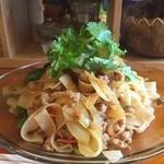 エイケイコーナー - 今日のランチは、パッキーマオ\(^o^)/       タイの辛い焼きそばだよ〜(^_−)−☆