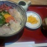 緩音 - 海鮮丼 950円