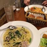 Naga~n cucina italiana - オイルソースのパスタ、サラダ、パン、ドリンク付きで980円