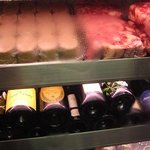 堂島精肉店 - 冷蔵庫に並ぶ肉肉肉