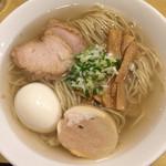 函館塩ラーメン 五稜郭 - ラーメン味玉 くじら食堂の麺