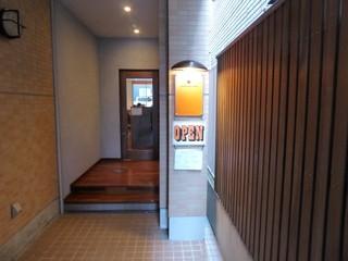 La Pullman Caffe' - お店の入り口