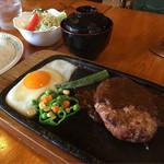 ブルート - 料理写真:ハンバーグ定食850円