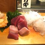 鮨 松栄 - 料理写真:いか、ひらめ、マグロ、赤貝、ホタテのお刺身 これで2人分です