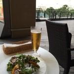 ル サロン ド ニナス - サラダ&ビール