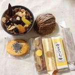 モアヤマダ - 料理写真:栗のブリュレ、モンブラン、スイートポテト、フルーツケーキ、アーモンドケーキ、モア、チーズケーキ