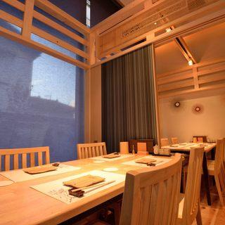 接待やご会食に最適な【個室】をご用意。<最大8名様>まで可