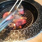 鉄庵 - タン塩焼き中