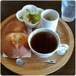 コットンハウス - 料理写真:モーニング(じゃがいもパン&かぼちゃのあんぱん) ¥400