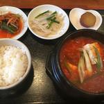 韓国家庭料理・鍋料理 宮 - キムチチゲ定食¥780(辛さとごはんの量は選べます)