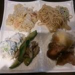 神仙閣 - (左上から時計回りに)チャーハン、焼きそば、春巻き、唐揚げ、棒々鶏、ポテトサラダ