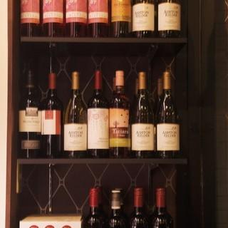 ソムリエ厳選のワインを、お料理とご一緒にお召し上がりください