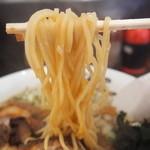 麺屋・高豚 - 麺リフト 特大は麺2玉分なのでガッツリ! ちなみに替え玉もありますよ