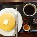 甘味処 華樓 - ホットケーキと飲み物のセット