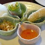 サイゴンカフェ - ドリンクバー付きのランチセット250円の前菜、生春巻き他