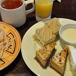 サイゴンカフェ - ケーキバイキング2順目とサラダ いくら食べホでも美味しくなけれ食べられませんね