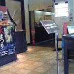 Yamasaki - 待合室。座席数が多いので混んでいても回転が速い。